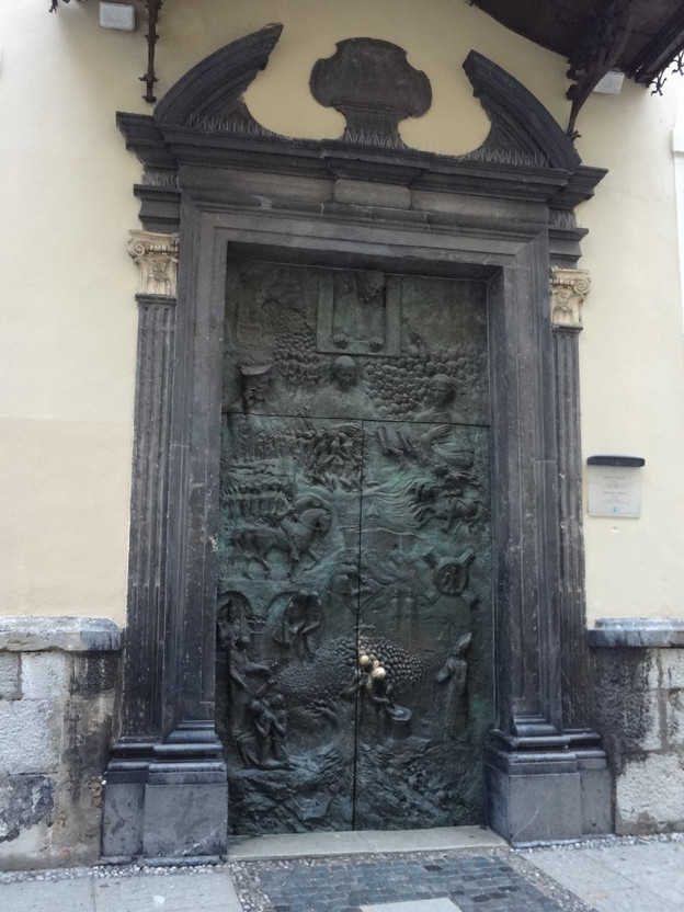Bronasta slovenska vrata stolnice sv. Nikolaja